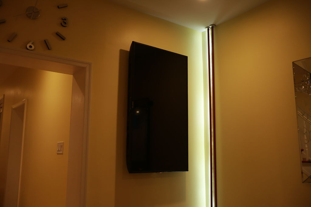 Figure 3 - The ODROID-C2 photo frame mounted on the wall